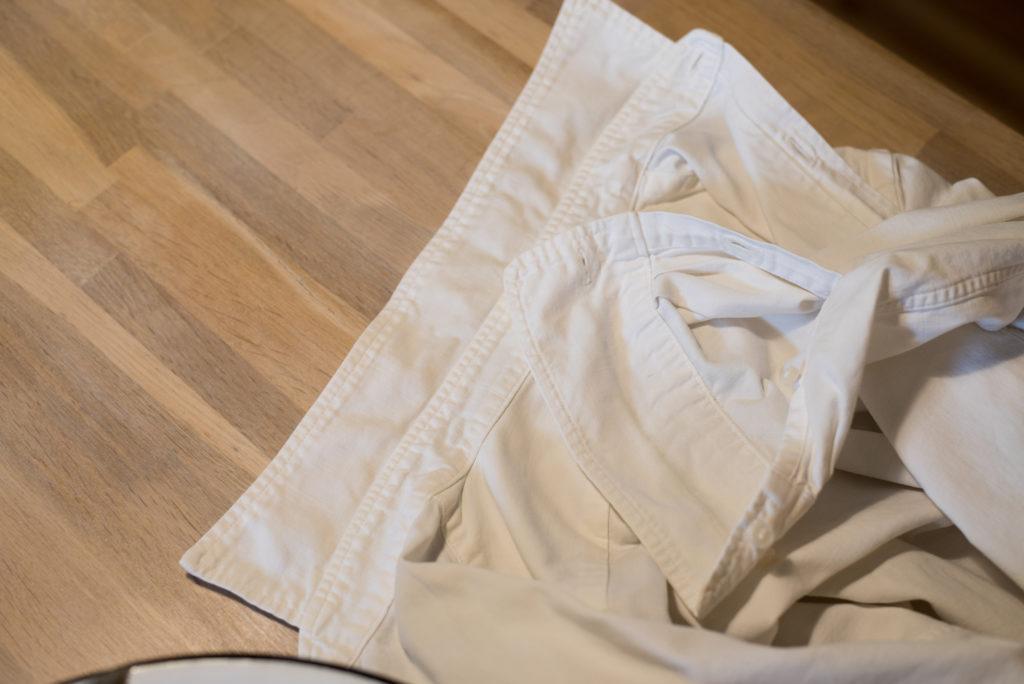 白シャツの黄ばみ